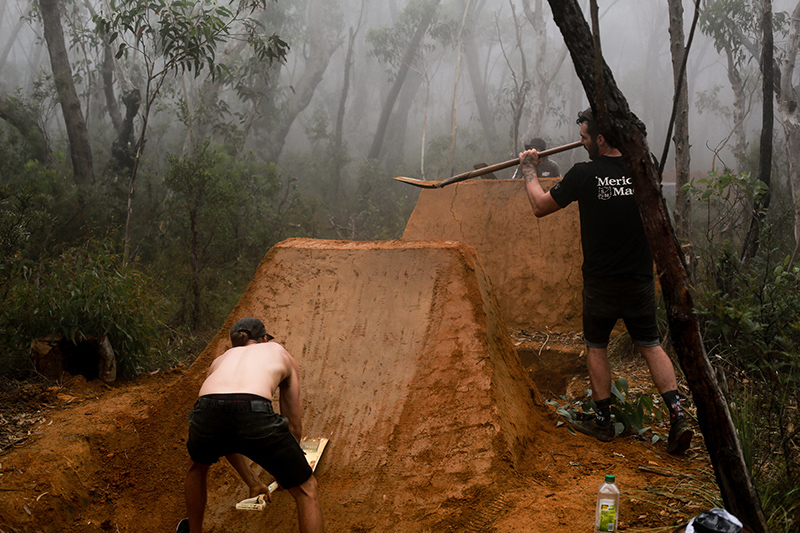 James_Fox_gallery_Team_Blue-Mountains_Digging